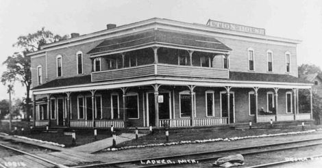 Lapeer MI Junction House Hotel